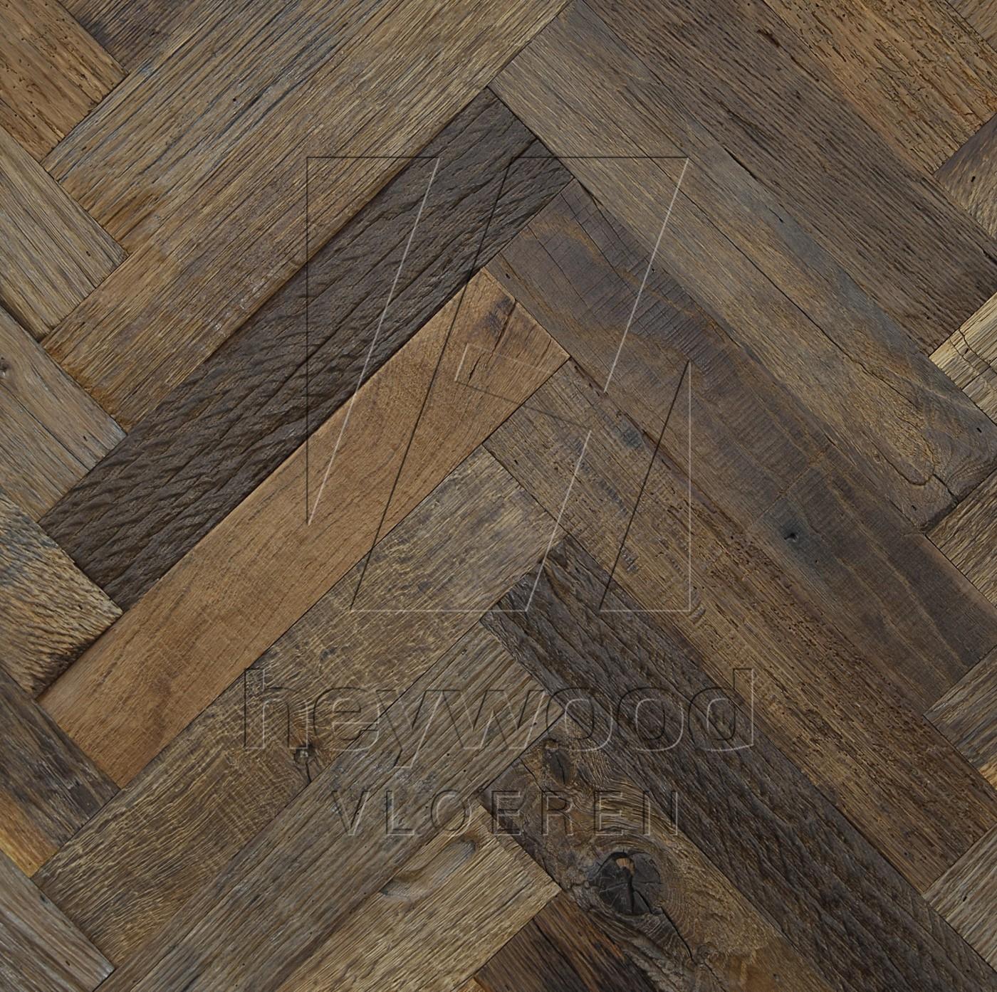 Cotswolds Herringbone (200 years old Reclaimed Oak, Outside) in Pattern & Panels (Outsides / Insides) of Old Reclaimed Wood