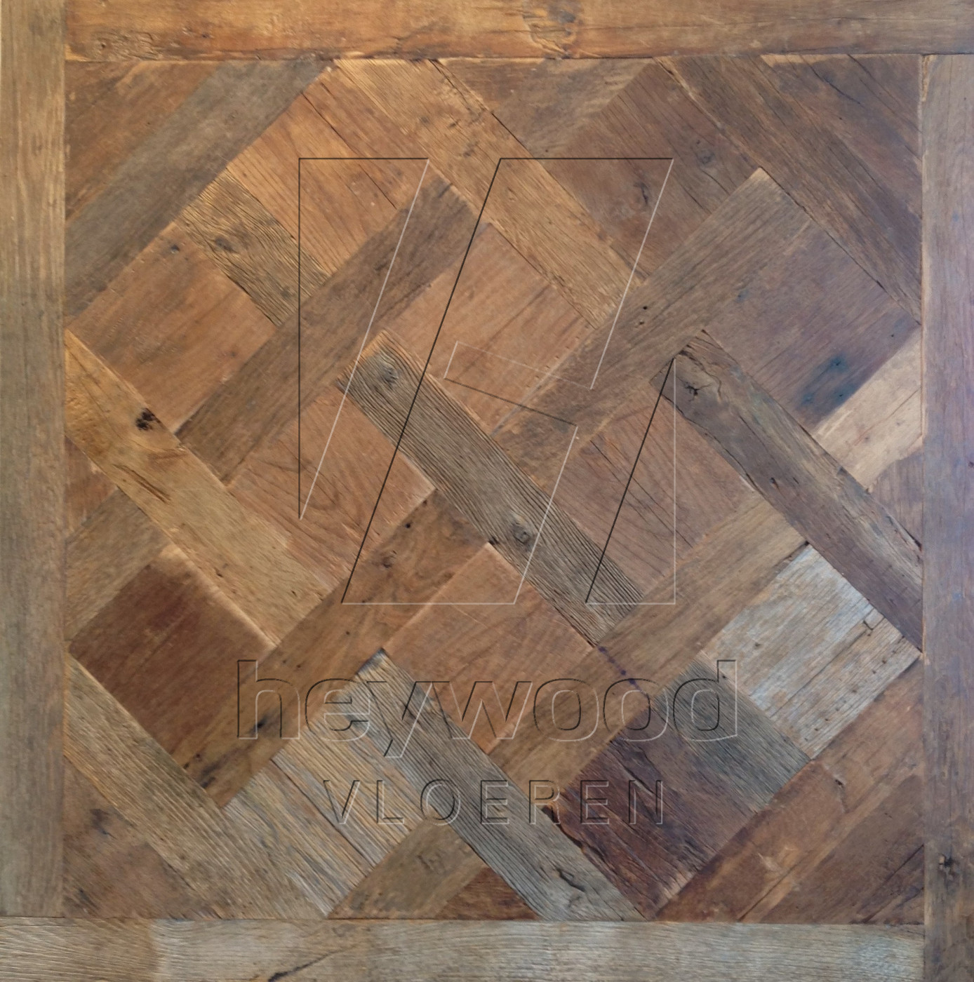 Cotswolds Versailles (200 years old Reclaimed Oak, Outside) in Pattern & Panels (Outsides / Insides) of Old Reclaimed Wood