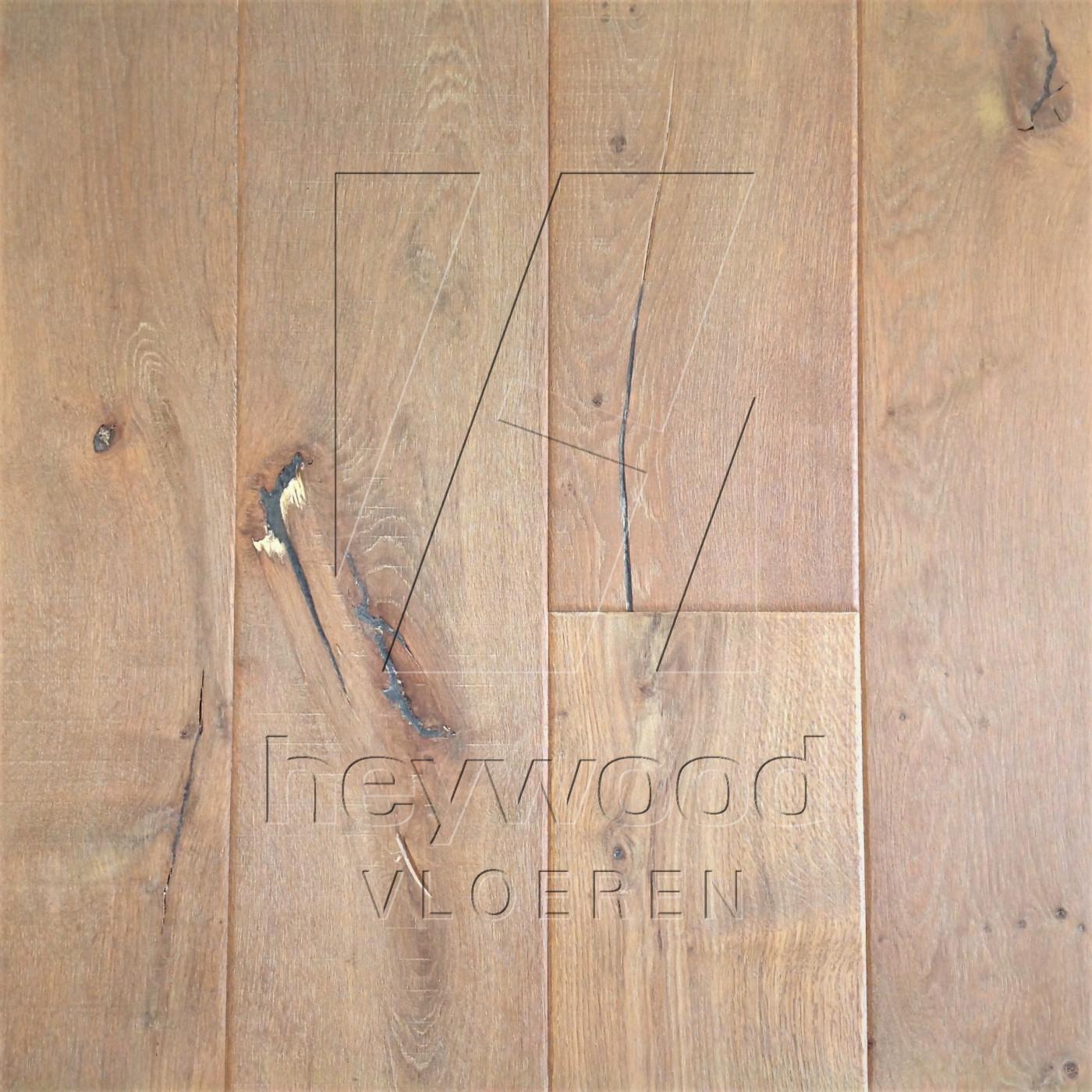 Shrunk Plank 'Vanoise' in Aged Shrunk surface of Aged Hardwood Floors