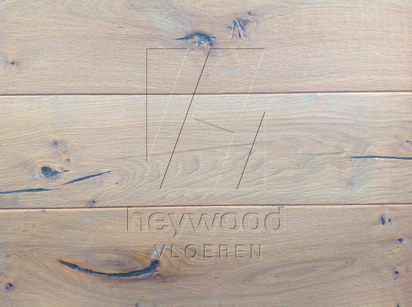 Vanoise in Aged Shrunk surface of Aged Hardwood Floors