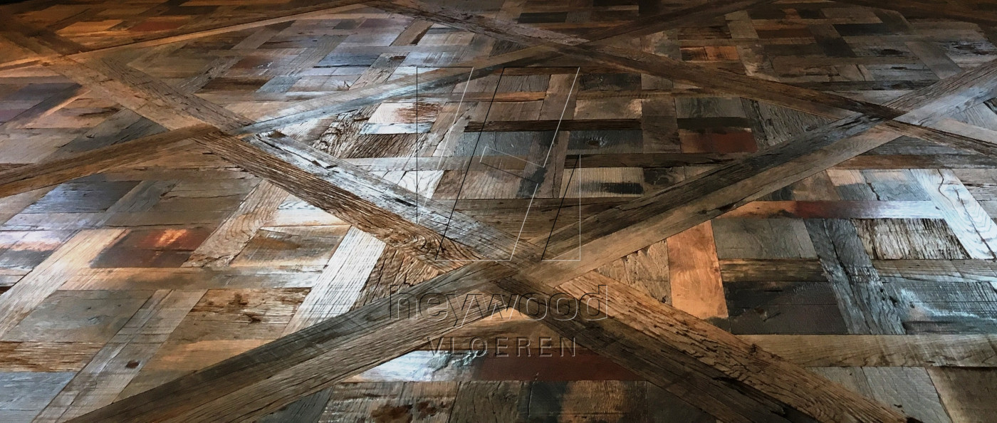 Bordeaux Versailles (80 years old Reclaimed Oak, Outside) in Pattern & Panels (Outsides / Insides) of Old Reclaimed Wood